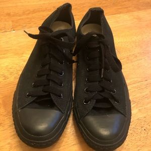 Converse all black very good cond M7, W9 NICE